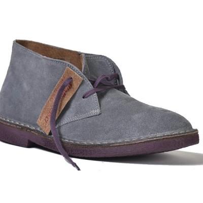 la chukka grigia è una scarpa invernale wally walker in pelle scamosciata color grigio e suola viola