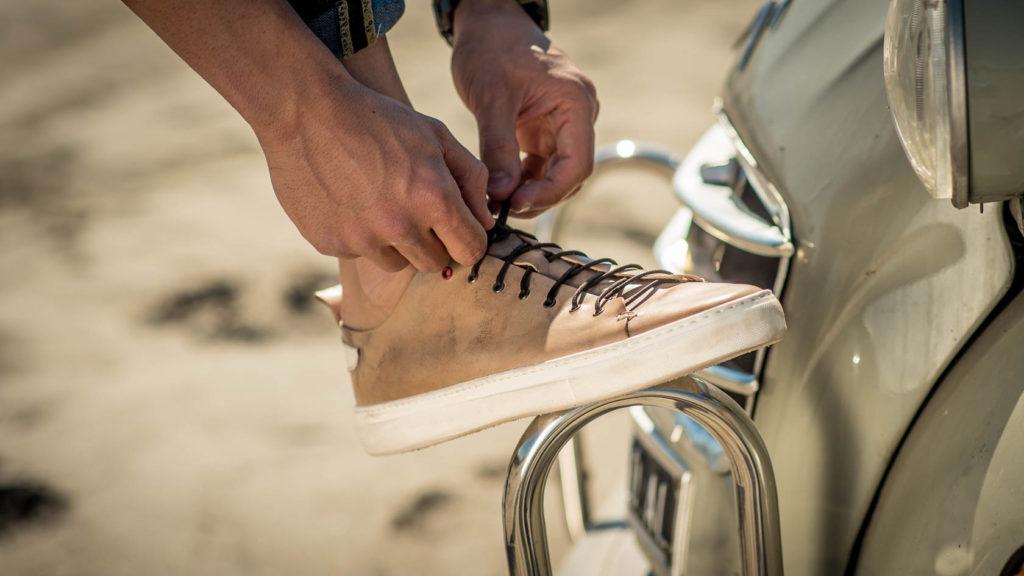 sneaker Piuma in pelle e suola a cassetta in gomma